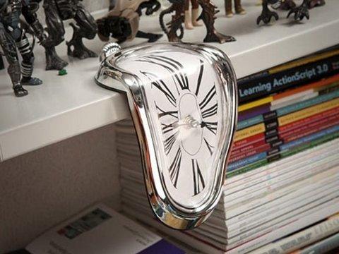 Eriyen Tasarımlı Saat - Melting Clock