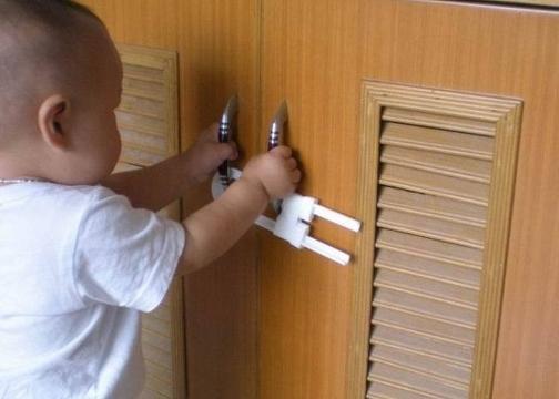 Raylı Dolap ve Çekmece Kilidi: Çocuk Koruma Kilidi