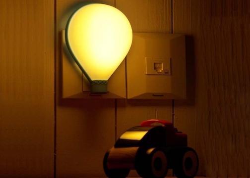 Uçan Balon Tasarımlı LED Gece Lambası